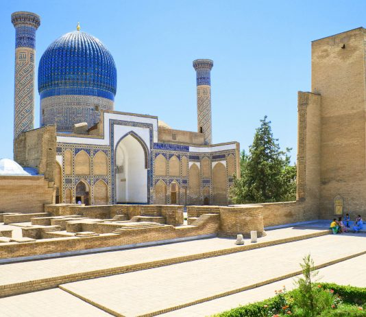 Das Gur Emir Mausoleum ist die letzte Ruhestätte von Timur selbst, seinen Söhnen Shahruh und Miranshah und seinen Enkeln Muhammed Sultan und Ach Ulugbek, Usbekistan - © Zufar / Shutterstock