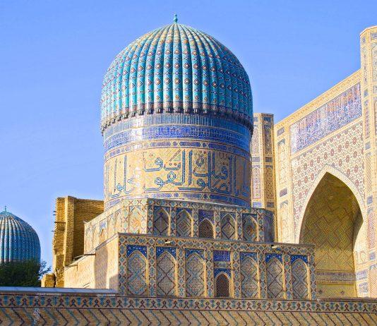 Die Bibi Chanum Moschee wurde im Jahr 1404 nach fünfjähriger Bauzeit fertiggestellt, ihr Auftraggeber war der mittelasiatische Herrscher Timur Lenk, Usbekistan - © Zufar / Shutterstock
