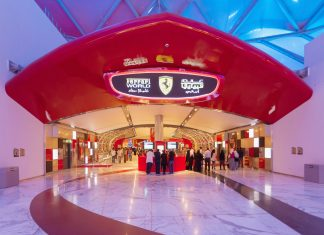 Die Ferrari World liegt etwa eine halbe Autostunde von Abu Dhabis Stadtzentrum entfernt, VAE - © Philip Lange / Shutterstock