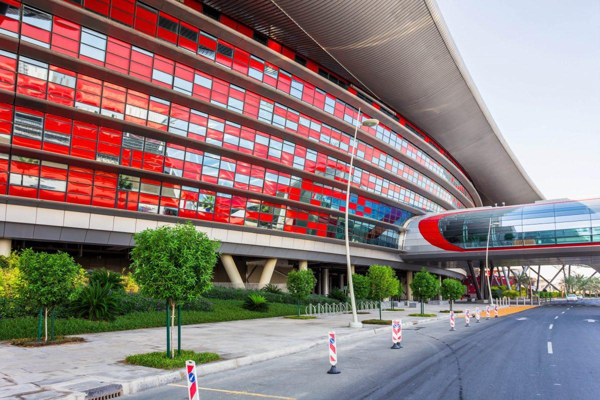 In der Ferrari World in Abu Dhabi, VAE, können Besucher ihr Fahrkönnen auf der hauseigenen Rennstrecke testen - © Zhukov Oleg / Shutterstock