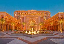 Nach gut drei Jahren Bauzeit und Kosten von rund 2 Milliarden Euro wurde das Emirates Palace Hotel in Abu Dhabi im Februar 2005 eröffnet, VAE - © Ferveez Mohideen / Shutterstock