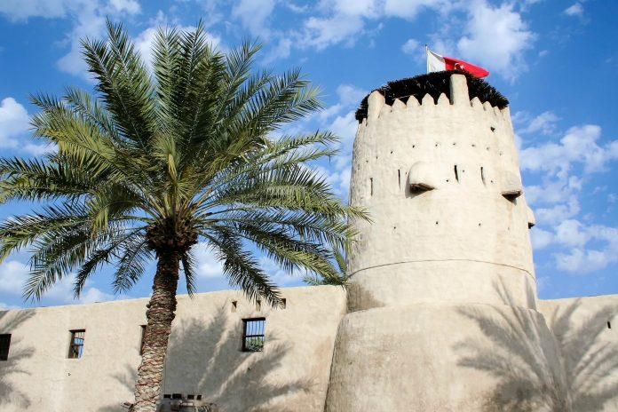 Das beschauliche Emirat Umm al-Quwain ist in den VAE für einen ruhigen Zwischenstopp mit orientalischer Altstadt und Strand genau richtig - © Styve Reineck / Shutterstock