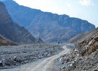 Die gut planierten Pisten im Wadi Shaam können teilweise auch mit normalen PKW's befahren werden, VAE - © FRASHO / franks-travelbox