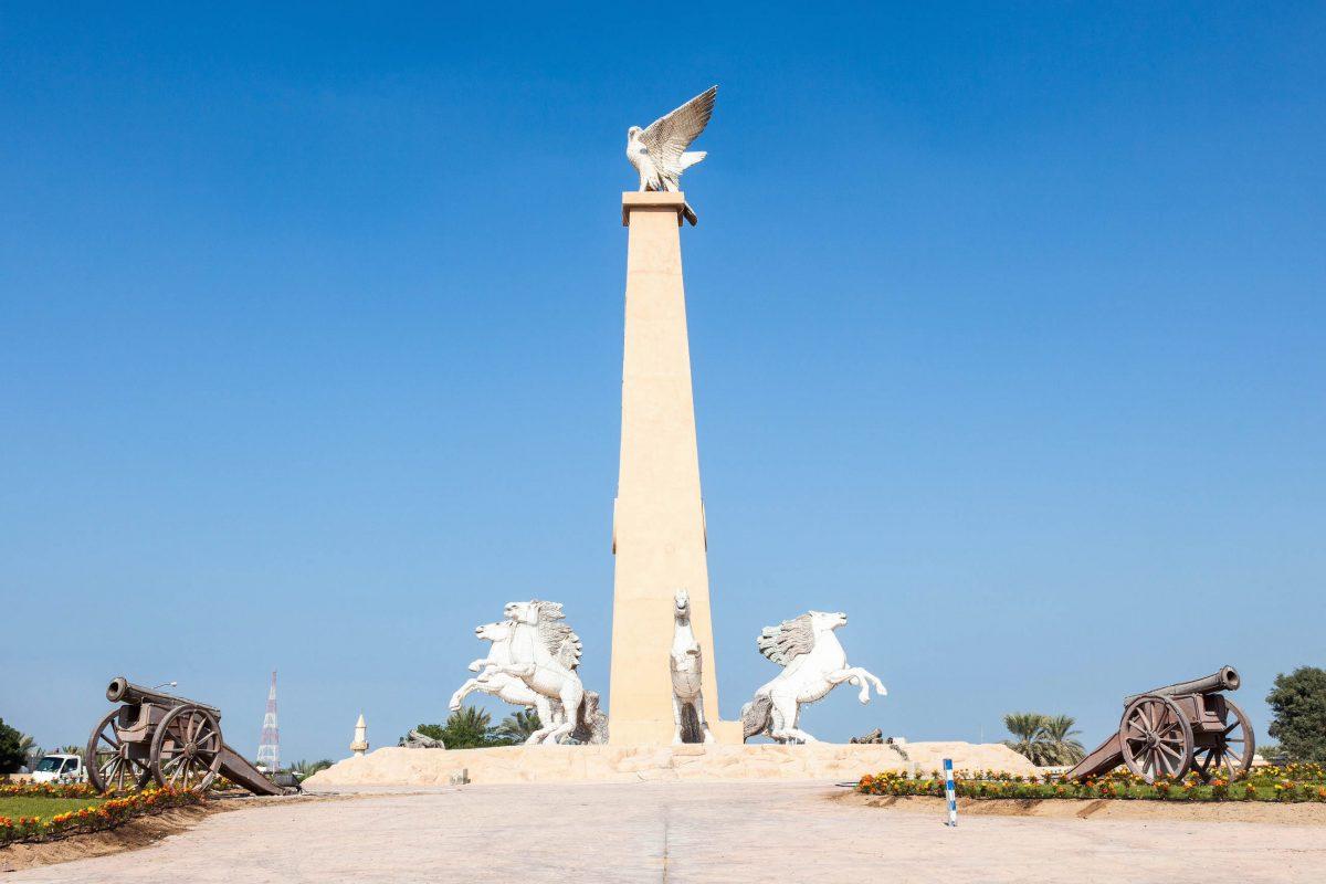 Die Hauptstadt des Emirats Umm al-Quwain erstreckt sich auf einer Landzunge, die in den Arabischen Golf hinausragt, VAE - © Philip Lange / Shutterstock