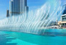Der Dubai Fountain am Fuß des Riesen Burj Khalifa ist der größte musikgesteuerte Springbrunnen der Welt, Dubai, VAE - © Laborant / Shutterstock
