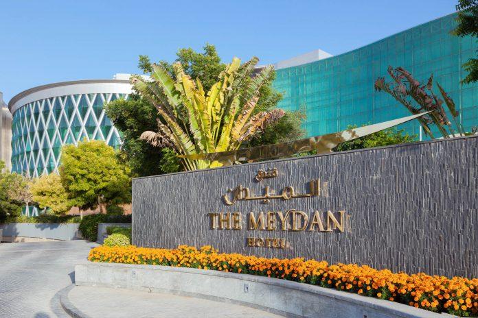 Der Meydan Racecourse gehört zu den rekordbrechenden Sehenswürdigkeiten von Dubai, VAE - © Philip Lange / Shutterstock