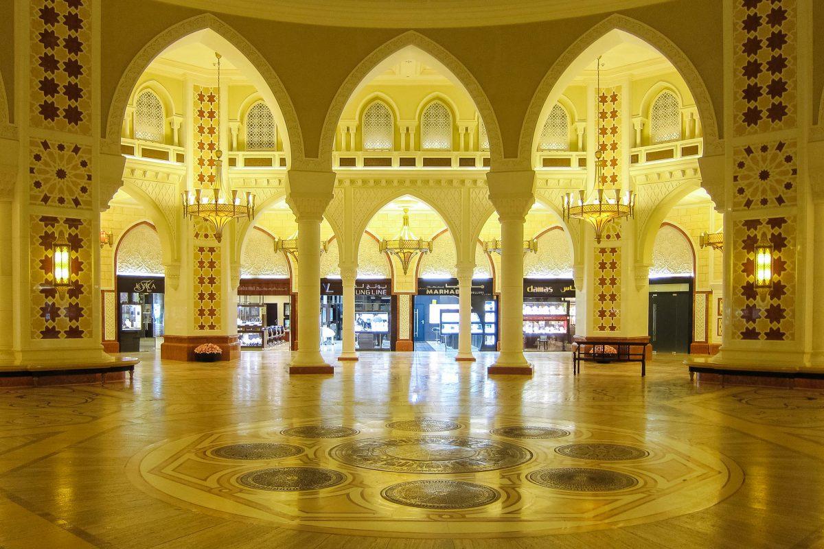 Die Dubai Mall verfüft über den größten Gold Souq der Welt, der allein 220 Juwelier-Geschäfte für sich beansprucht, Dubai, VAE - © FRASHO / franks-travelbox