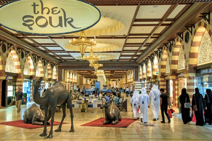 Gold, Diamanten, Schmuck, exquisite Mode aber auch Gewürze und Kunsthandwerk sind auf den schönsten Souqs von Dubai zu finden, VAE - © outcast85/ Shutterstock