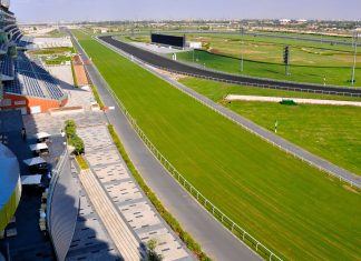 Zu den berühmtesten Pferderennen am Meydan Racecourse zählen die Winter Racing Challenge, der Dubai International Racing Carnival und die Dubai World Cup Night, VAE - © Evgeniapp / Shutterstock