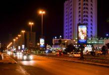 Abendliche Straßenszenerie in Fujairah Stadt, VAE - © FRASHO / franks-travelbox