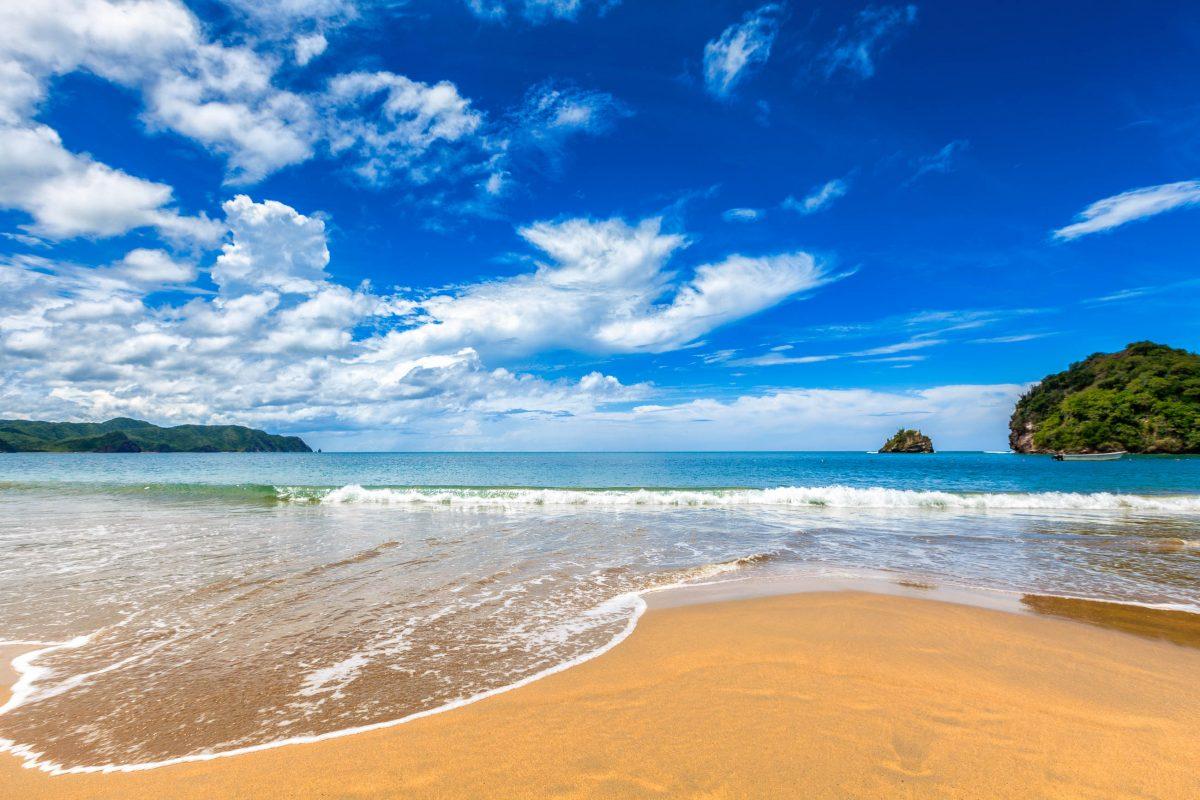 Bei durchschnittlichen Höchsttemperaturen um 30°C und kaum Niederschlägen ist der Playa Medina Venezuelas Badeparadies schlechthin - © Rigelp / Shutterstock