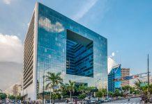 Der auffällige Parque Cristal in der Avenida Francisco de Miranda in Caracas, Venezuela, hat 18 Stockwerke und ist 103 Meter hoch - © The Photographer CC0 1.0/W
