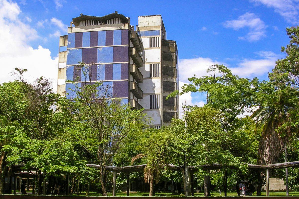 Die Architekten-Schule der Universitätsstadt in Caracas, der größten Universität von Venezuela - © Caracas1830 CC BY3.0/Wiki