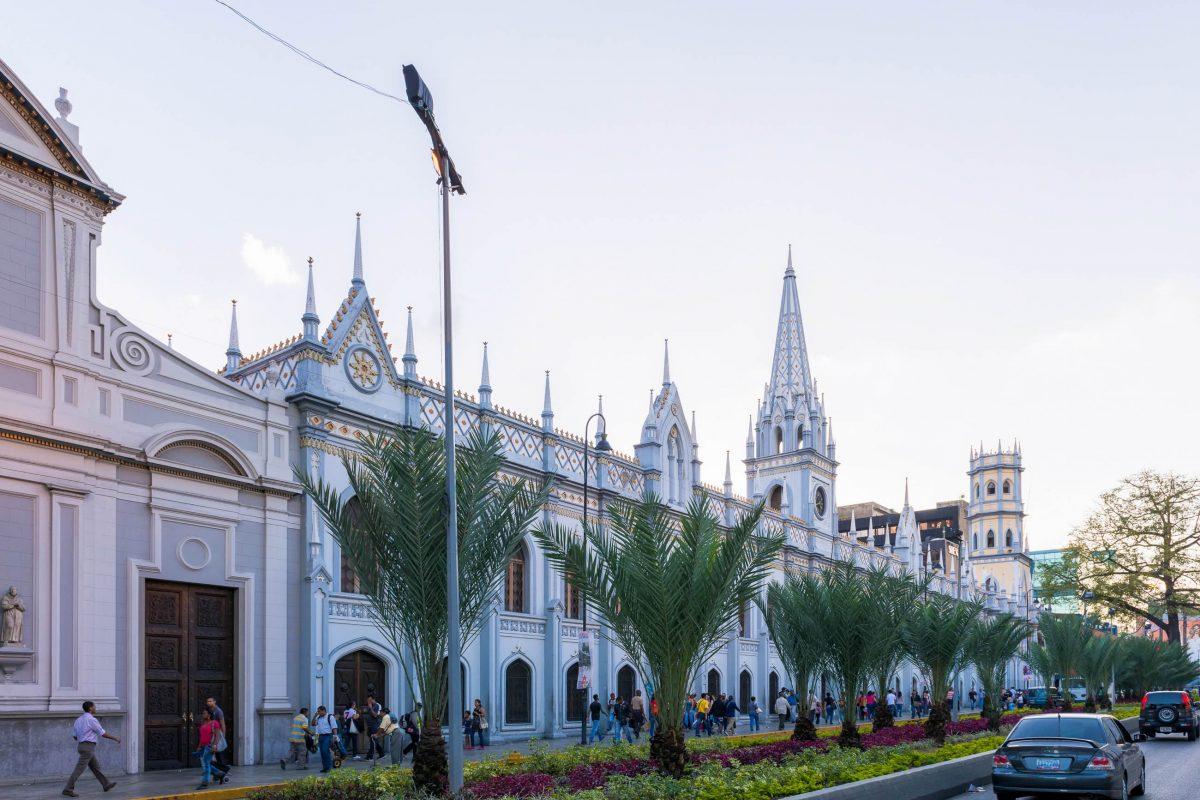Hinter der prachtvollen Kolonialfassade des neugotischen Palacio de las Academias befinden sich 6 Hochschulen Venezuelas - © Anton_Ivanov / Shutterstock