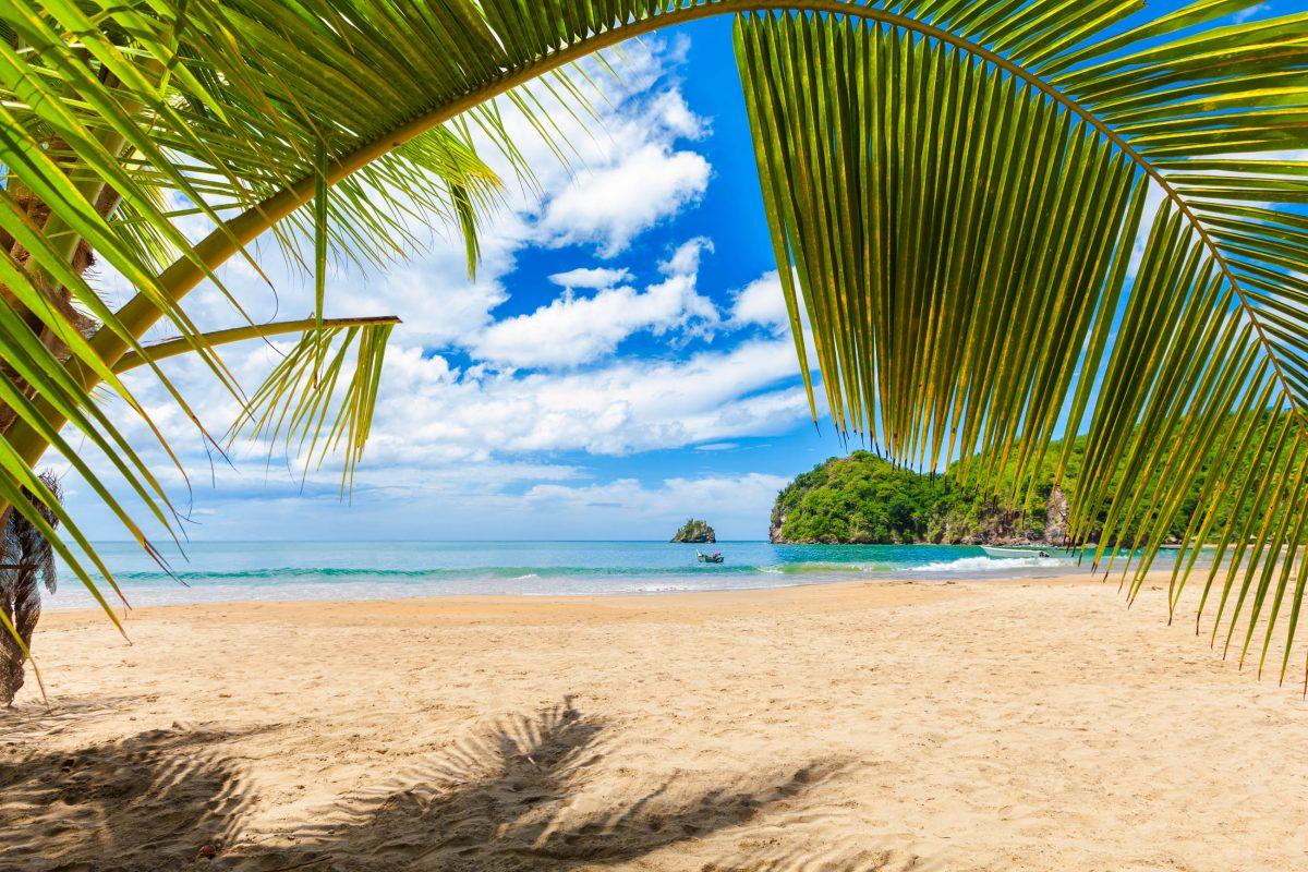 Der Playa Medina zwischen Karibischem Meer und Atlantik gilt als schönster Strand von Venezuela - © Rigelp / Shutterstock