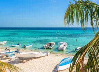 Die traumhaften Inseln des Archipels Los Roques vor der Küste von Venezuela locken mit Bilderbuch-Stränden und einer atemberaubenden Unterwasserwelt - © Dmitry Burlakov / Shutterstock