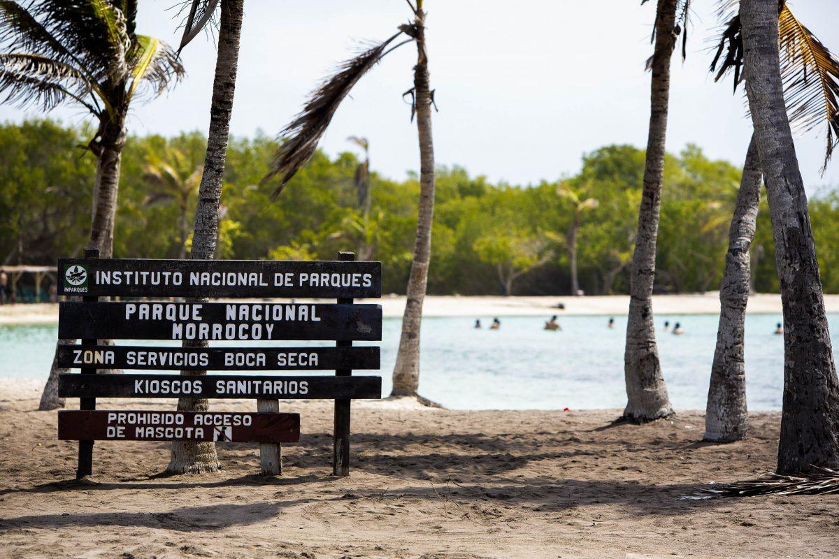 Mangrovenwälder und Korallenriffe begeistern im Morrocoy Nationalpark an der Westküste Venezuelas Entdecker und Schnorchler - © Michel Piccaya / Shutterstock