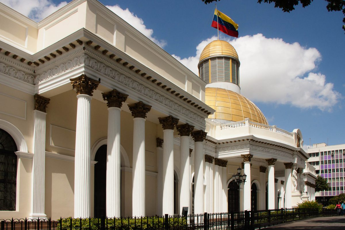 Palacio Municipal am Plaza Bolivar, Venezuela - © esmo / Shutterstock