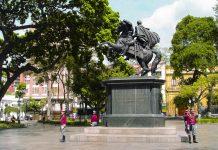 Statue von Símon Bolívar am Plaza Bolivar, Venezuela - © Rafael Martin-Gaitero / Shutterstock