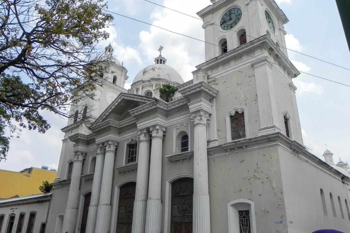 Die Catedral Basílica de Nuestra Señora del Socorro ist der bedeutendste Sakralbau und eine der wichtigsten Sehenswürdigkeiten von Valencia, Venezuela - © Diegoept CC BY SA4.0/Wiki