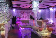 Als eine der besten Ice Lounges der Welt sorgt die stylische Chillout Ice Bar in Dubai für coole Drinks in cooler Umgebung, VAE - © Patrik Dietrich / Shutterstock