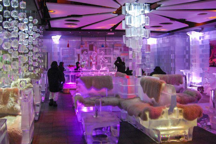 https://franks-travelbox.com/wp-content/uploads/2017/11/vereinigte-arabische-emirate-dubai-als-eine-der-besten-ice-lounges-der-welt-sorgt-die-stylische-chillout-ice-bar-in-dubai-fucc88r-coole-drinks-in-cooler-umgebung-vae-patrik-dietrich-shutter-696x464.jpg
