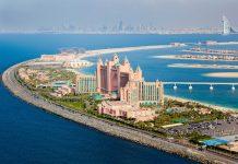Das Hotel Atlantis auf der Palmeninsel Jumeirah und das markante Burj al Arab auf dem Festland zählen zu den besten Hotels von Dubai, VAE - © ISchmidt / Shutterstock