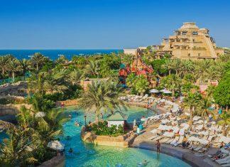 Der Aquaventure Park wird oft als bester Wasserpark in Dubai bezeichnet, VAE - © Zhukov Oleg / Shutterstock
