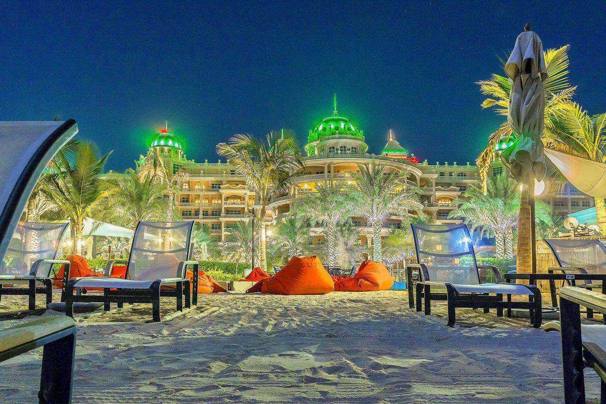 Die Ferienresorts auf Jumeirah bieten Dubai-Urlaubern alles, was das Herz begehrt, hier das imposante Kempinski Hotel, VAE - © Kiev.Victor / Shutterstock