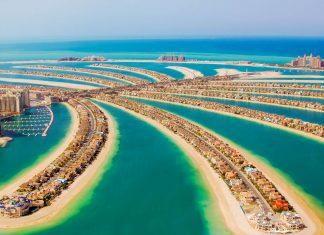 Durch den Bau der Palmeninseln Jumeirah wurde die Küste Dubais um rund 100 Kilomter verlängert, VAE - © Marat Dupri / Shutterstock