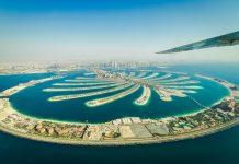 Jumeirah war die erste der berühmten künstlichen Inseln in Palmenform, die von der Küste Dubais aus ins Meer wuchsen, VAE - © SMIRNOVA IRINA / Shutterstock