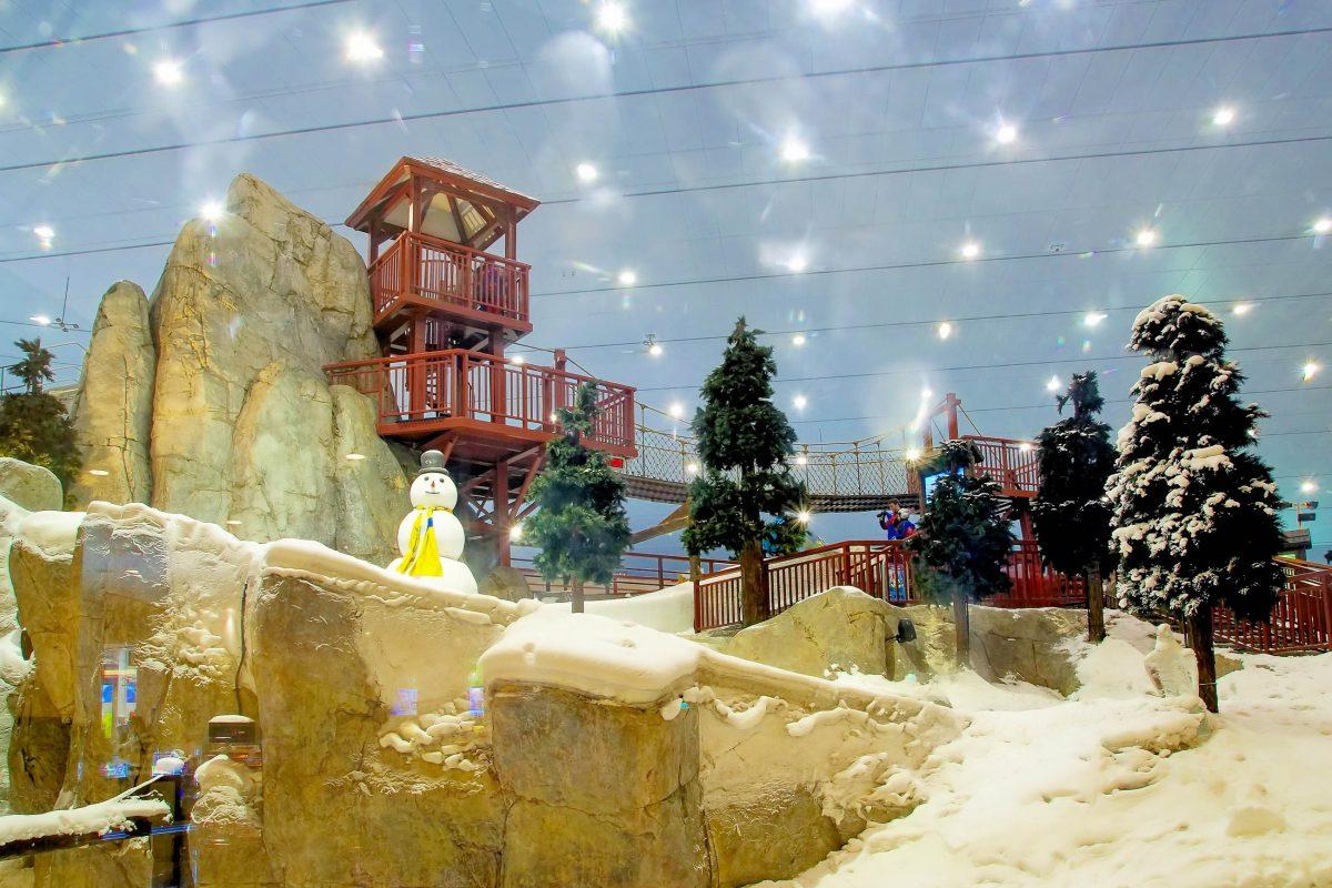 Mit dem weltgrößten Indoor-Snowpark sorgt Ski Dubai auch bei den Kleinsten für leuchtende Augen, VAE - © VLADJ55 / Shutterstock