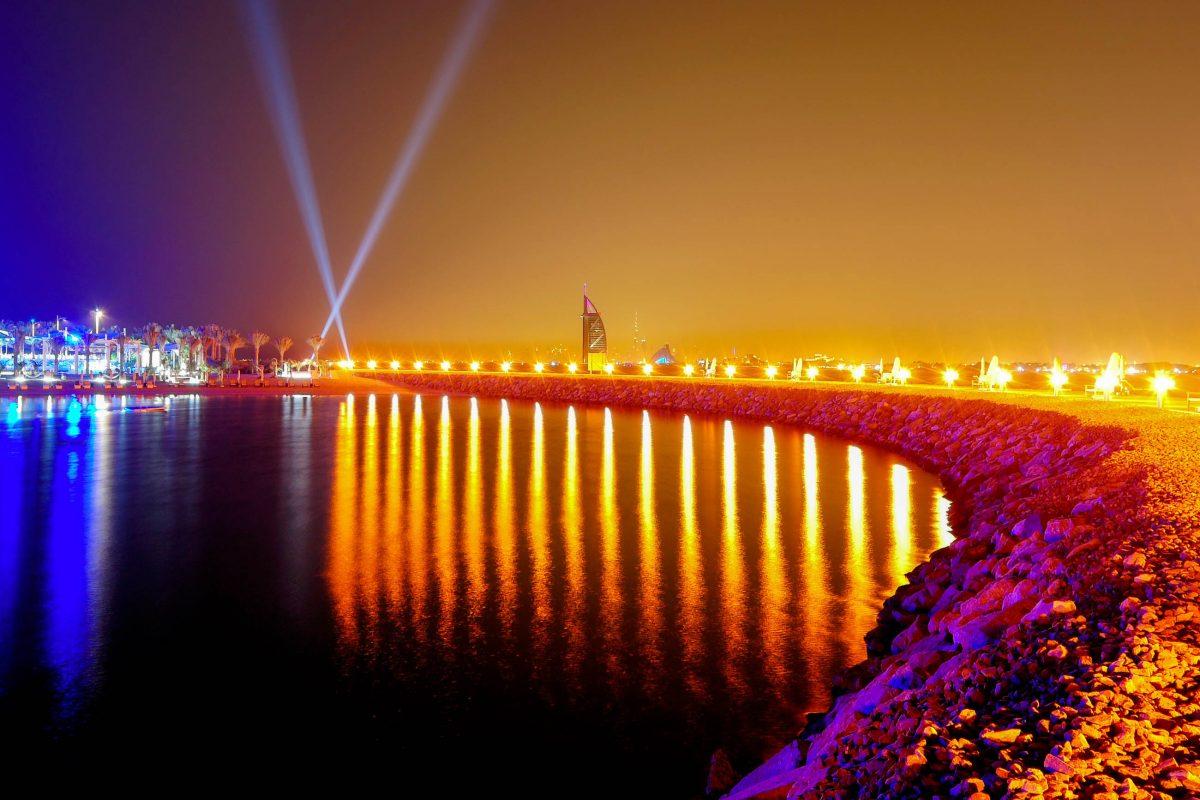Nach Baustart im Juni 2001 konnte The Palm Jumeirah in Dubai mit zwei Jahren Verspätung am 21. November 2008 eröffnet werden, VAE - © slava296 / Shutterstock