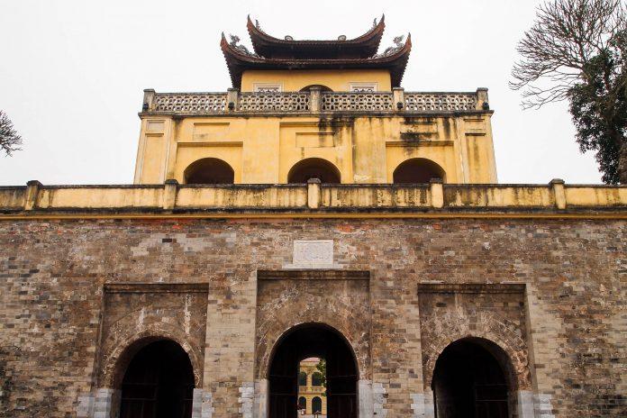 Die kaiserlicher Zitadelle von Thăng Long befindet sich am Ufer des Sông Hồng in der vietnamesischen Hauptstadt Hanoi, Vietnam - © Takashi Usui / Shutterstock