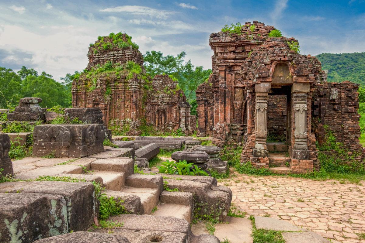 """Ruinen in der Tempelstadt My Son (""""Schöner Berg"""") in der Provinz Quang Nam, Vietnam - © Beboy / Fotolia"""