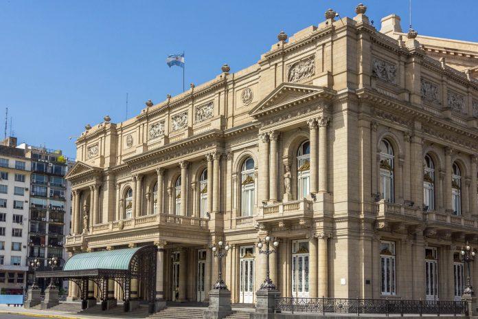 Das ebenso sehenswerte wie weltberühmte Teatro Colón in Argentiniens Hauptstadt Buenos Aires ist auch außerhalb musikalischer Fachkreise ein Begriff - © tostphoto / Shutterstock