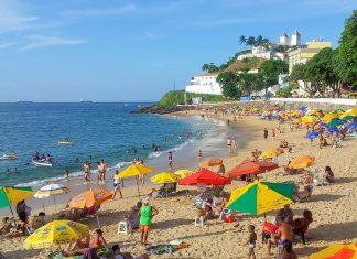 Der Praia do Barra in Salvador ist immer gut besucht, Brasilien - © FRASHO / franks-travelbox