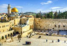 Die Klagemauer in der Altstadt von Jerusalem ist für Juden eine religiöse Stätte und zählt zu den meist besuchten Orten in Israel - © SeanPavonePhoto / Fotolia