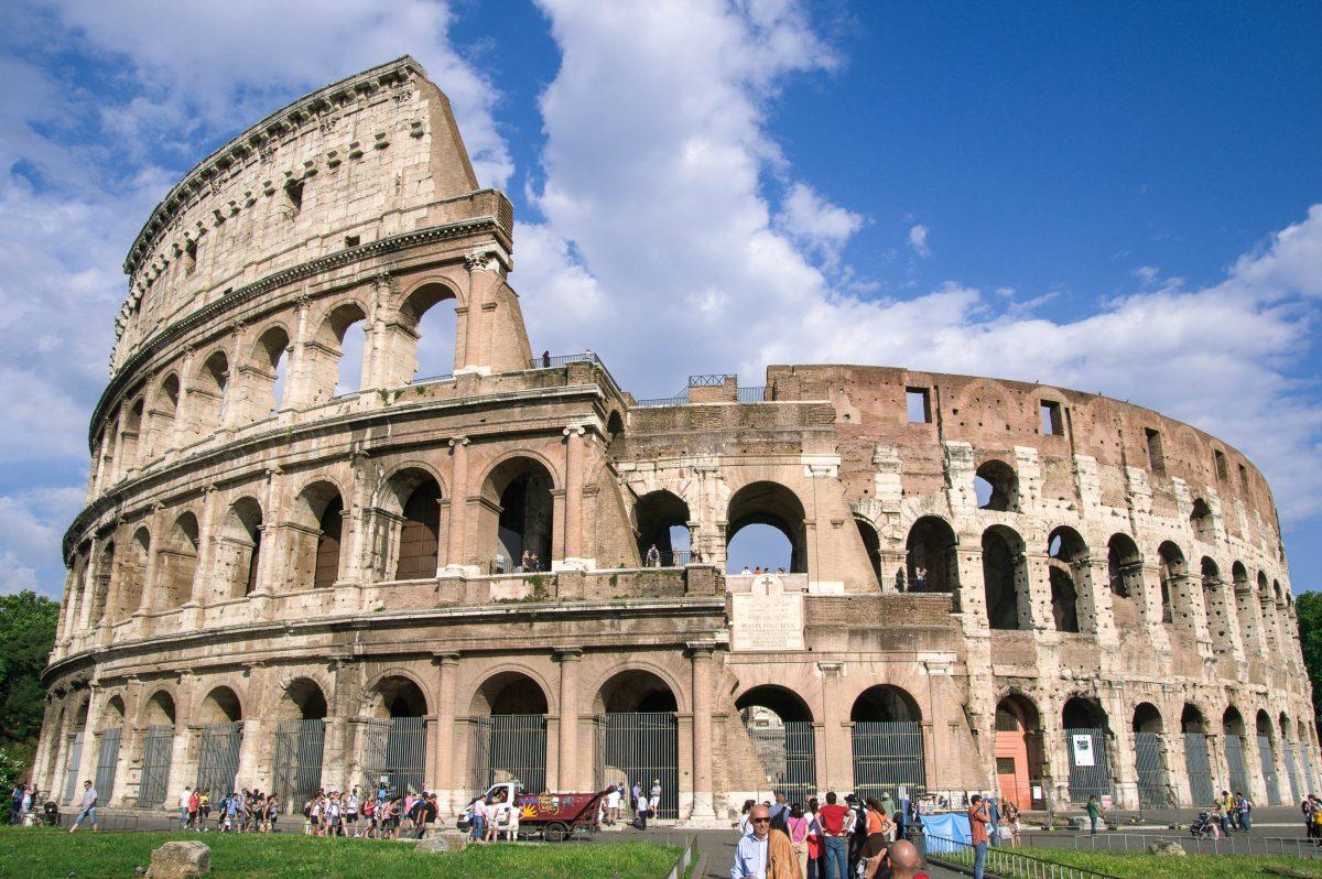 Das Kolosseum in Rom ist das größte geschlossene Bauwerk der römischen Antike und ein Meisterstück der Ingenieurskunst der alten Römer, Italien - © James Camel / franks-travelbox