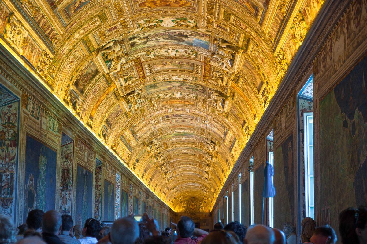 Die fantastischen Wand- und Deckenmalereien in den Vatikanischen Museen sind eine Sehenswürdigkeit für sich, Rom, Vatikan - © James Camel / franks-travelbox