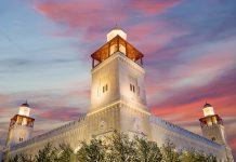 Die majestätische König-Hussein-Bin-Talal-Moschee in der Hauptstadt Amman ist seit 2005 die größte und bedeutendste Moschee Jordaniens - © VLADJ55 / Shutterstock