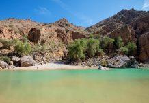 Das Wadi Suwayh im Oman bietet eine wunderbare Welt aus Pools, Wasserfällen, Gärten, steilen Wänden und Felsformationen - © FRASHO / franks-travelbox