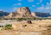 Kaum in einem Reiseführer erwähnt ist das spektakuläre Wadi Shuwaymiyah an der Ostküste Omans ein absoluter Geheimtipp - © Byelikova Oksana / Shutterstock