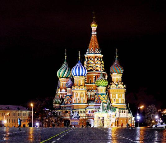 """Napoleon soll von der """"Christlichen Moschee"""" so beeindruckt gewesen sein, dass er die Moskauer Basilius-Kathedrale mit nach Paris nehmen wollte, Russland - © Kichigin / Shutterstock"""