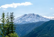 Der Mount St. Helens befindet sich im Südosten des amerikanischen Bundesstaates Washington und gehört zu den Vulkanen des pazifischen Feuerrings, USA - © James Camel / franks-travelbox