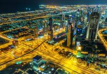 Vom Burj Khalifa hat man - speziell bei Nacht - tolle Ausblicke auf Dubai, VAE - © Sergii Figurnyi / Shutterstock