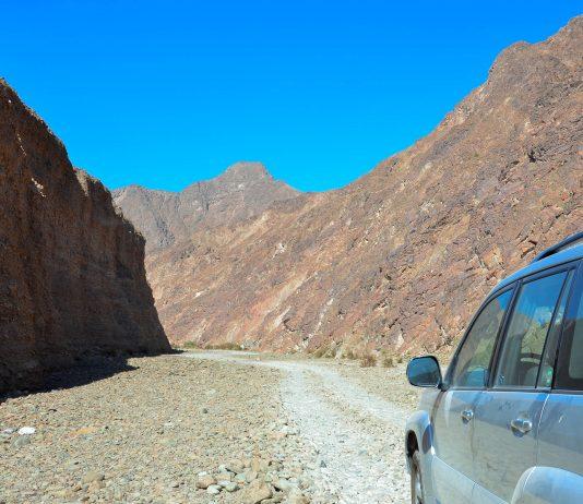 Im Dezember 2013 wurde die Straße, die ins Wadi Wurayah führt, gesperrt. Die Auswirkungen des Tourismus waren trotz der Schutzmaßnahmen für das Ökosystem des Wadis nicht länger tragbar, VAE - © FRASHO / franks-travelbox