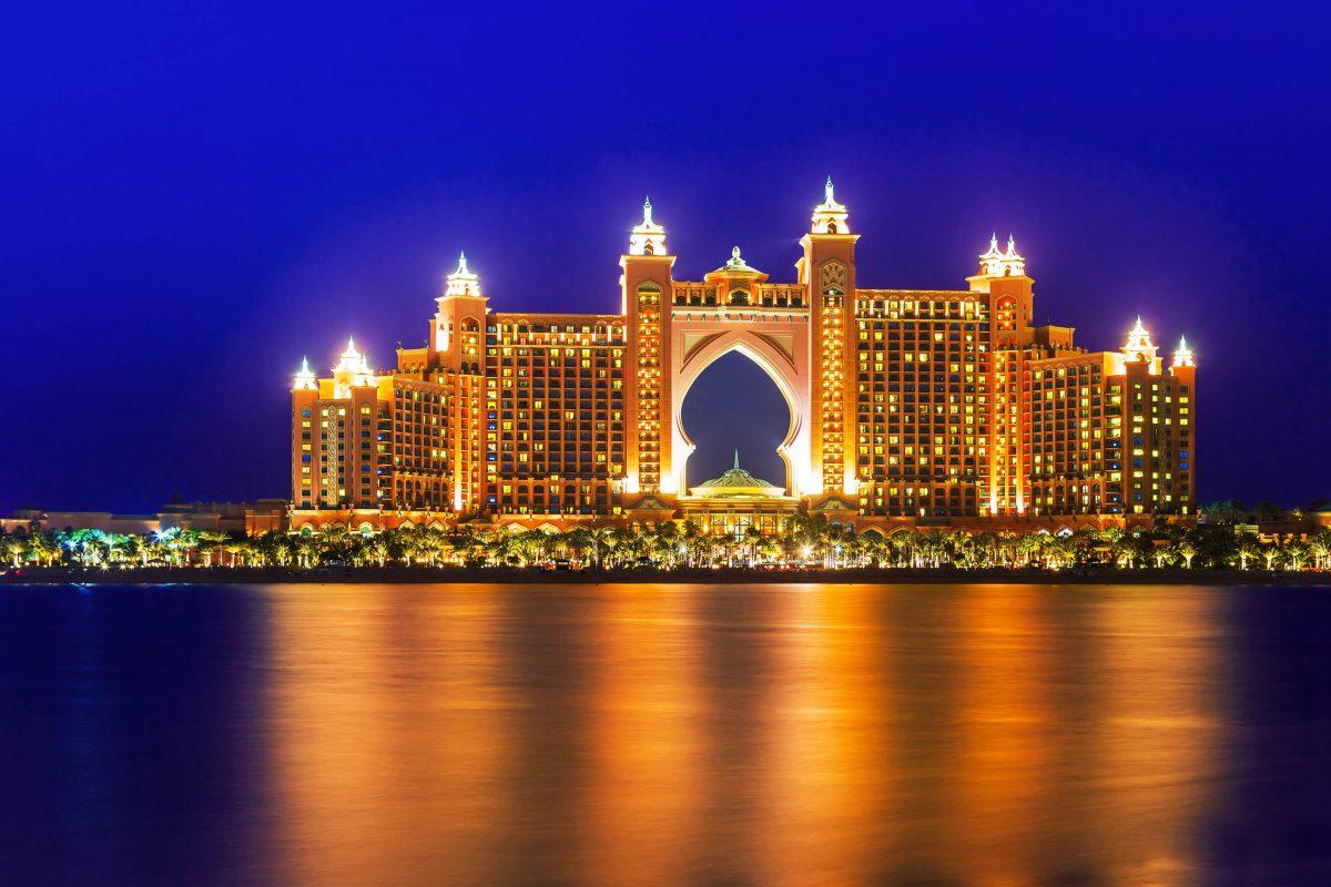 Mit luxuriösen Suiten, Bilderbuchstrand, Wasserpark, Shopping- und Wellness-Tempel zählt das Hotel Atlantis auf Jumeirah zu den besten Hotels von Dubai, VAE - © Patryk Kosmider / Shutterstock