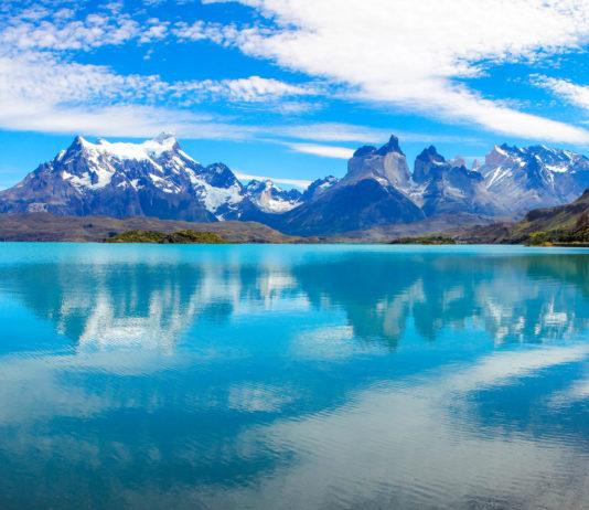 Im Nationalpark Torres del Paine im Süden von Chile ist blauer Himmel eine willkommene Seltenheit - © Guido Amrein, Switzerland/Shutterstock