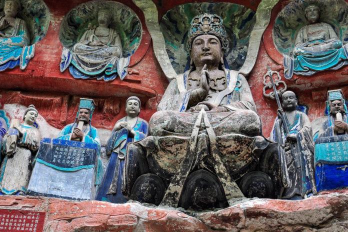 Die Felsskulpturen in Dazu entstanden hauptsächlich zwischen dem 7. und 13. Jahrhundert in der Tang- und Song-Dynastie und vereinen buddhistische, konfuzianische und daoistische Einflüsse, China - © Volker Haak / Fotolia